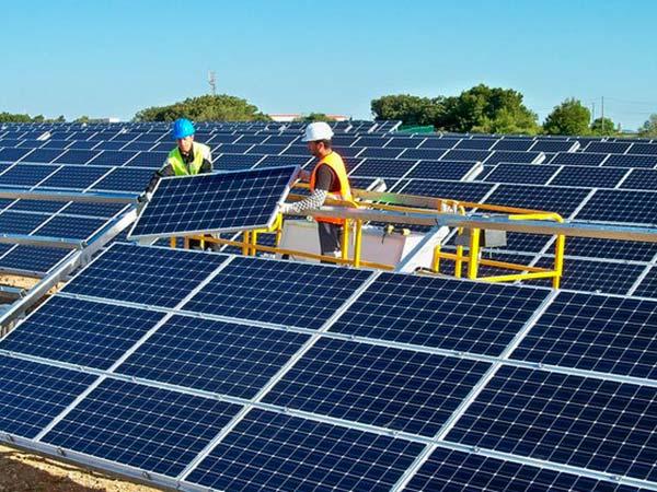 Installare-fotovoltaico-su-tetto-azienda