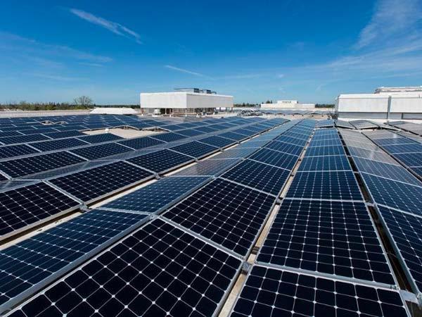 Installazione-pannelli-fotovoltaici-industriali