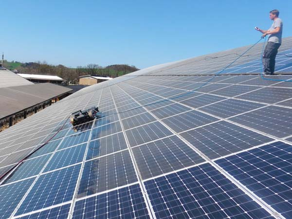 Lavaggio-pannelli-solari-capannone-modena