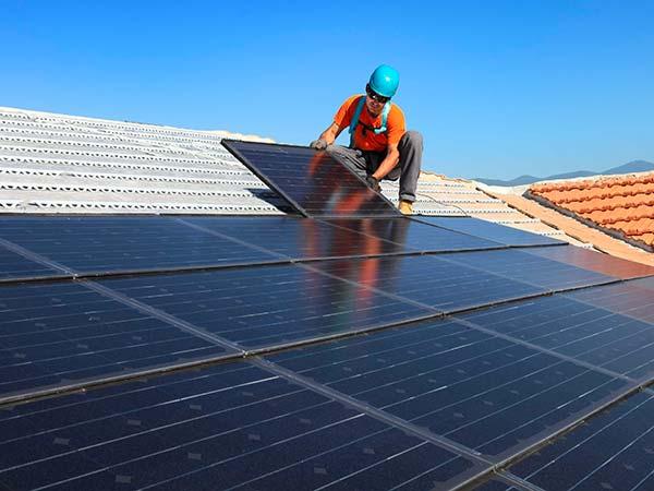Montaggio-fotovoltaico-su-tetto-fabbricato-reggio-emilia