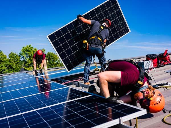 Montaggio-fotovoltaico-su-tetto-officina